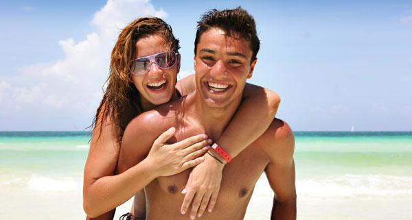 couple-beach-summer-fling